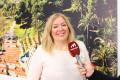 Flor Almón atiende a los medios durante el cierre de la campaña de las municipales 2019