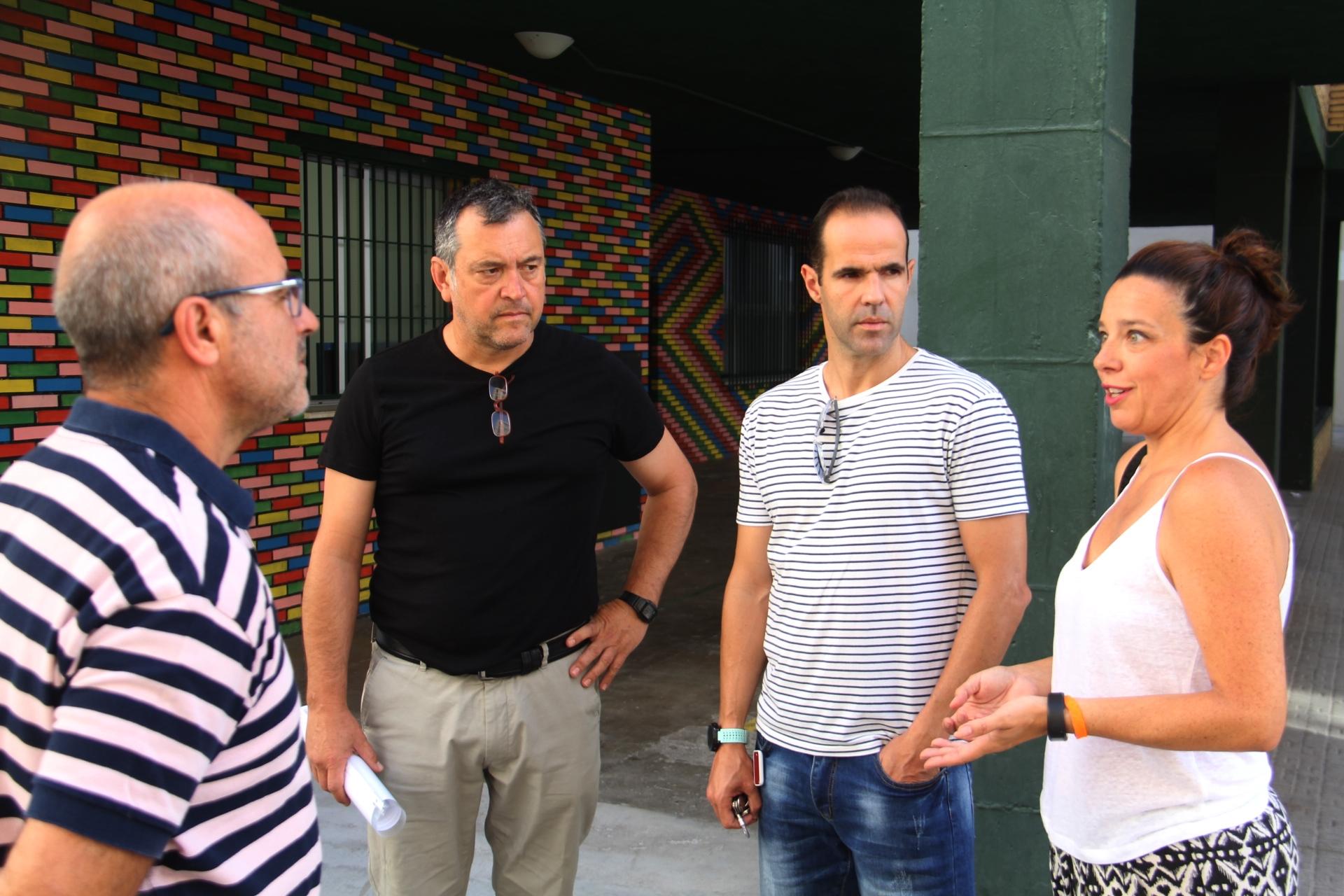 BEATRIZ GONZALEZ Y LUIS ARAGON JUNTO DIRECTIVOS DEL COLEGIO VIRGEN ANTIGUA DE ALMUÑÉCAR