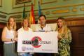 LA ALCALDESA, EDILES Y EL EMPRESARIO PRESENTAN EL INICIO DE LAS PROYECCIONES DE CINE EN MOTRIL