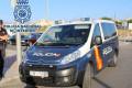 UN VEHÍCULO POLICIAL EN LABORES DE VIGILANCIA Y CONTROL
